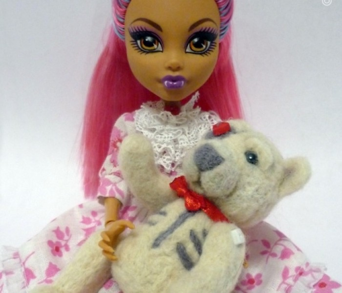Мишка для куклы в технике «валяние шерсти»