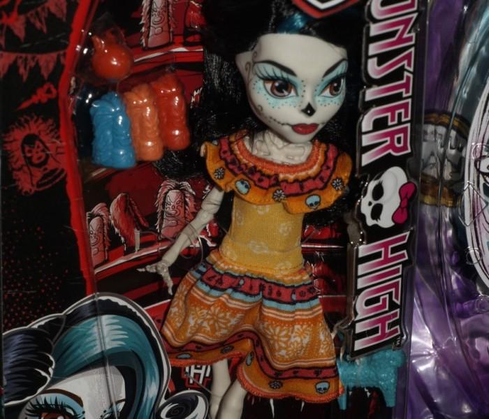 Выставка «Мир Детства — 2015″ в Москве — фото стенда Monster High и новых русифицированных кукол: Коллекционная Дракулаура, Freak Du Chic, Boo York, Mega Bloks и творческие наборы