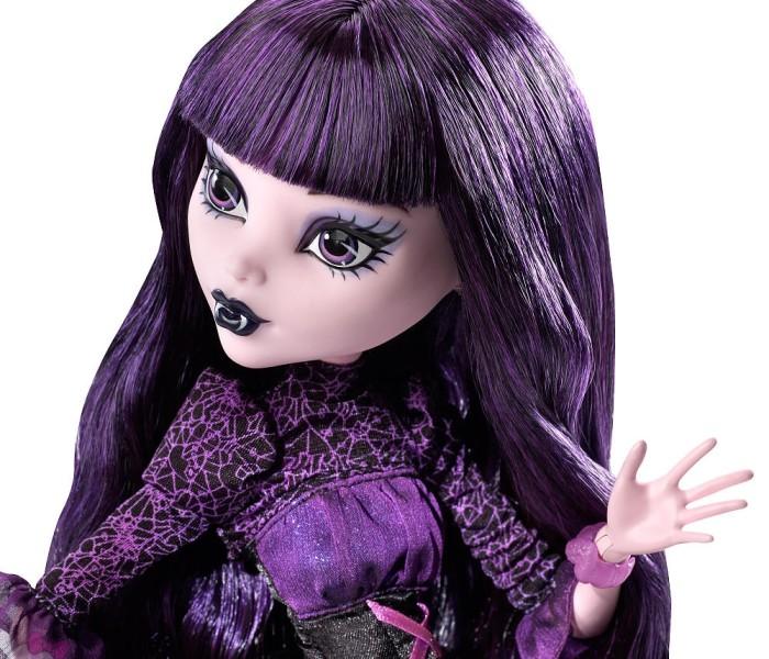 Промо-фото эксклюзивной куклы Элиссабэт «Frightfully Tall Ghouls — Elissabat Exclusive Doll»