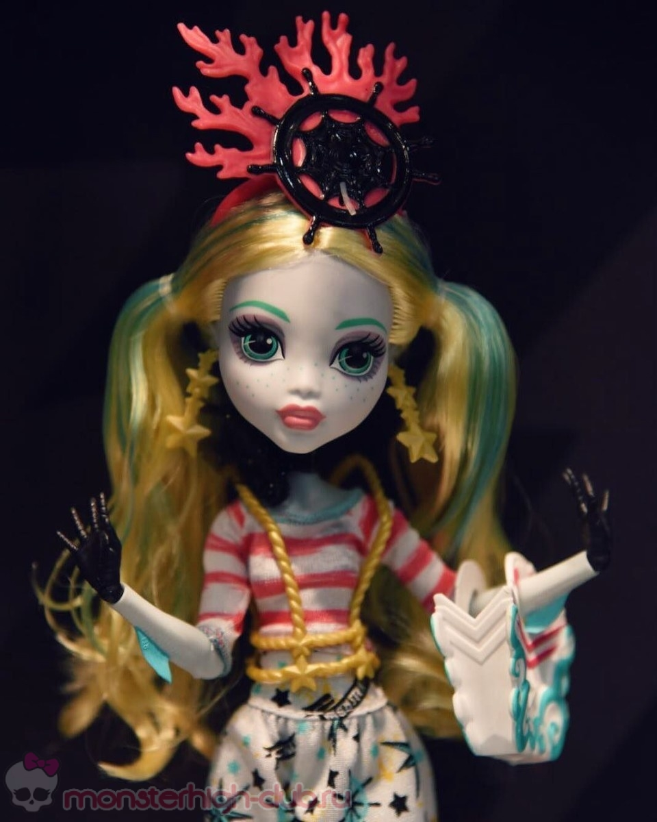 monster_high_sdcc_2016_photos_shriek_wrecked_exclusive_dana-mattel (5)