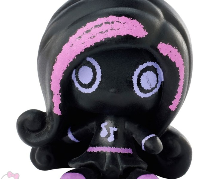 Промо-фото Monster High Minis из коллекции Black Ghouls/Chalk Ghouls — Клодин Вульф и Ари Хонтингтон
