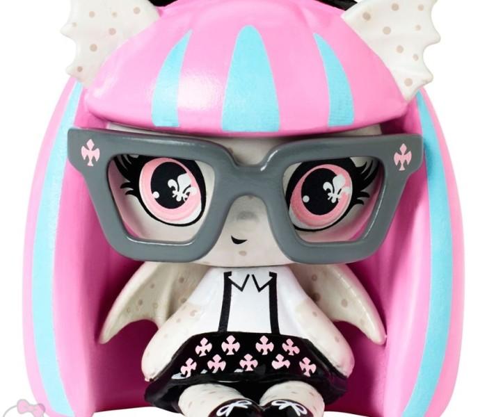 Промо-фото Monster High Minis из коллекции Geek Shriek/Nerd Ghouls — Рошель Гойл