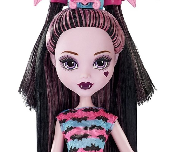 Промо-фото игрового набора с Дракулаурой и аксессуарами «Party Hair»