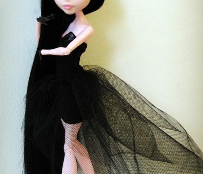 Элегантное чёрное платье для кукол Monster High