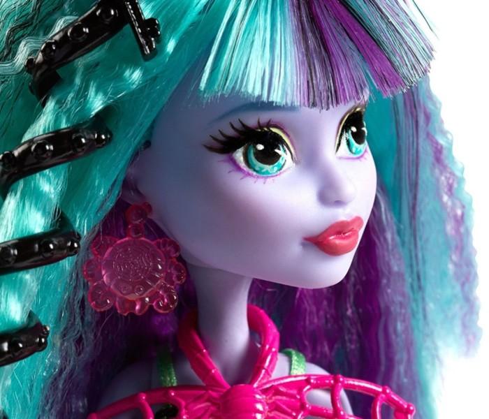 Промо-фото Твайлы Бугимен из коллекции «Electrified: Monstrous Hair Ghouls»