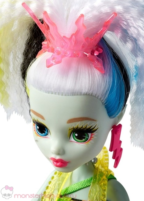 monster_high_frankie_electrified_doll_with_pet9